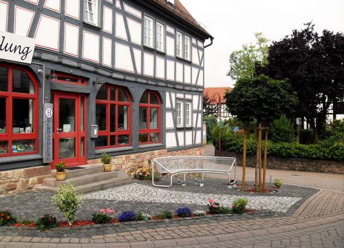 Linsengericht – Vorplatz Altes Rathaus / Buchhandlung